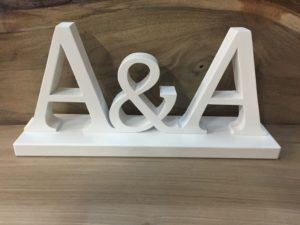 Drewniane dekoracje ślubne - wycinane litery