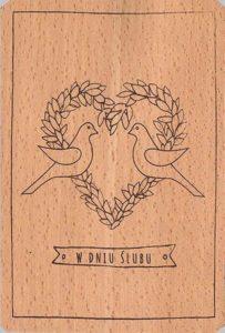 Drewniane dekoracje ślubne - kartki pocztowe