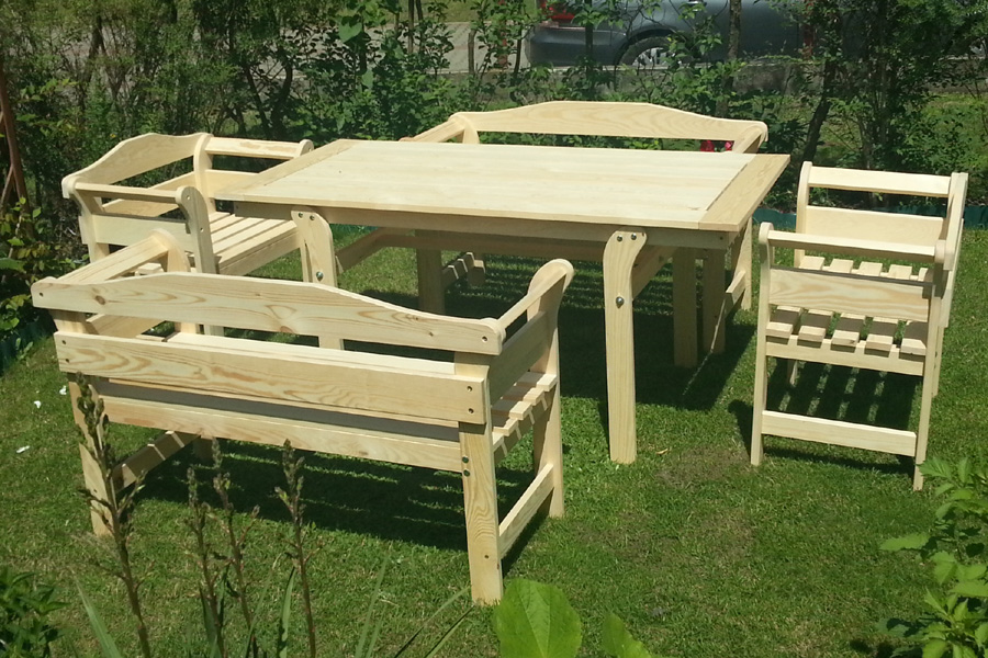 drewniane meble ogrodowe � wodereu