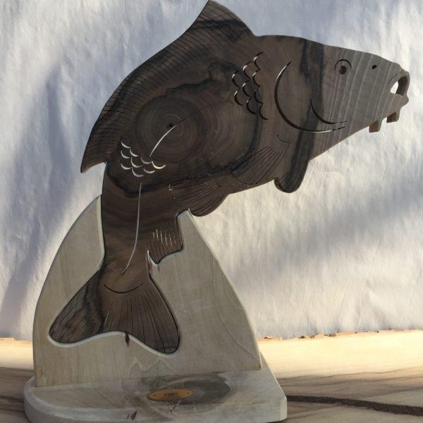 Drewniane trofeum wędkarskie – Karp
