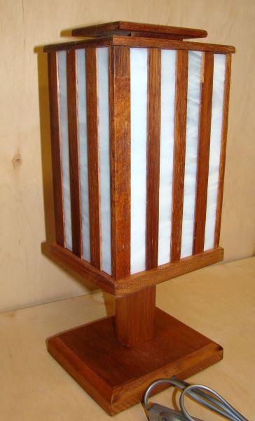Drewniane lampy witrażowe