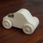 Drewniane miniatury aut