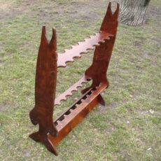 Drewniane stojaki i wieszaki na wędki