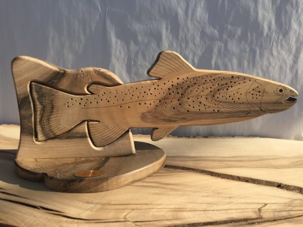 Drewniane trofeum wędkarskie – Pstrąg (prosty)